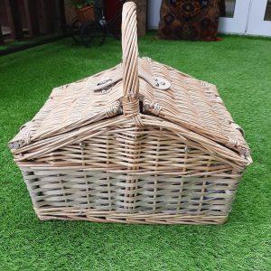 Medium Willow Picnic Basket (2 Person)